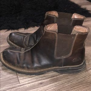 Clark's Leather Chelsea Boots 🥾
